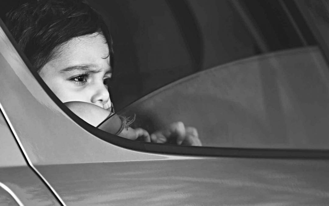 Saiba quais os cuidados que você deve ter com crianças em veículos